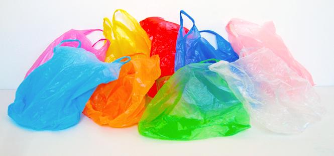 Se aplaza el cobro obligatorio de las bolsas de plástico en los comercios